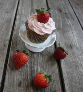 Strawberry Cream Cheese Frosting: Surprise, It's Dairy-Free!