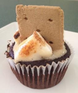 injohnnaskitchen smores cupcake  (504x600)