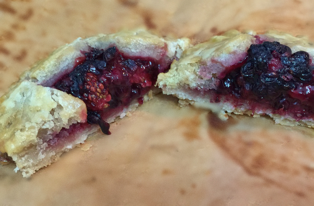 Blackberry Hand Pie (gluten-free, dairy-free, egg-free and vegan option) | In Johnna's Kitchen