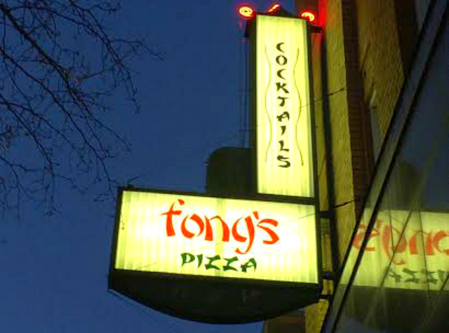 Fong's Pizza and Tiki Bar, Des Moines, IA   In Johnna's Kitchen, gluten-free dining